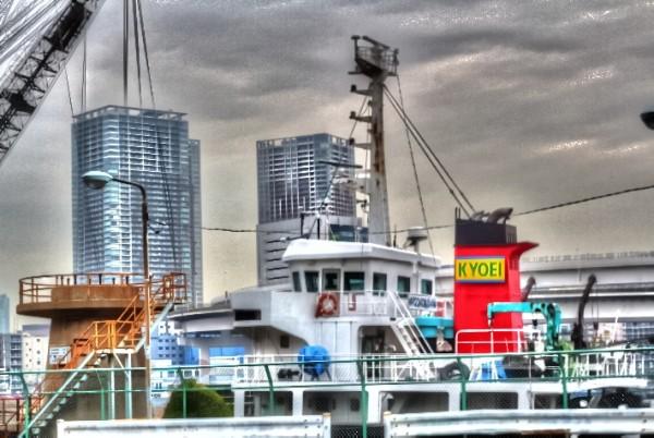 船&ビル_tonemapped.jpg